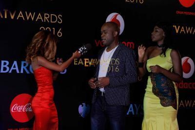 Mtangazaji kutoka EATV, Vanilla akiwa na Mtanga pamoja na Sussie