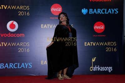 Mwanne Othman 'Mama Matashtiti' kwenye Red Carpet ya EATV AWARDS