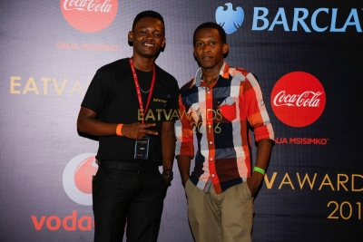 Kevin na mdau kwenye Red Carpet ya EATV AWARDS